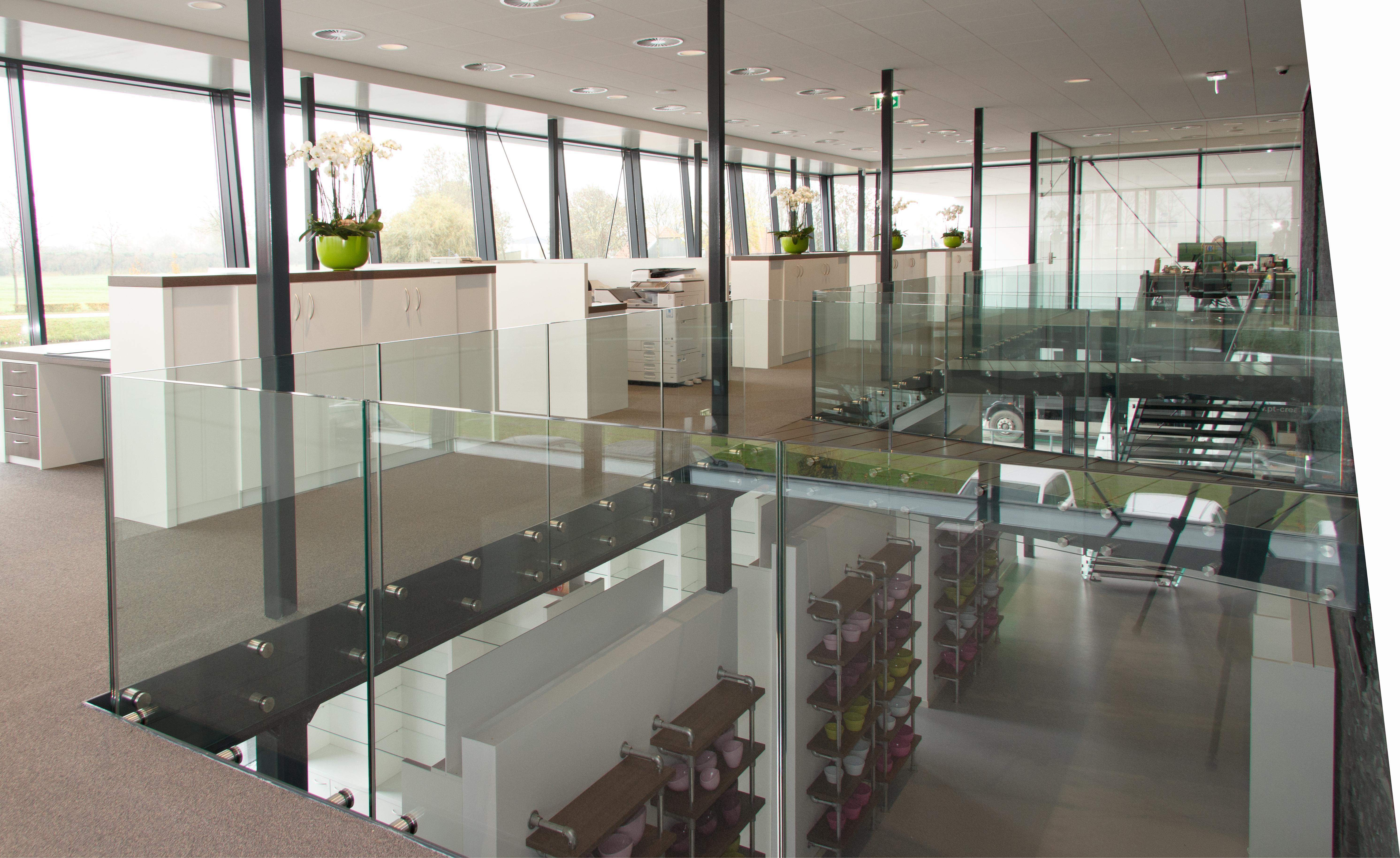 Inrichting kantoor en showroom artilux specialist in for Inrichting kantoor